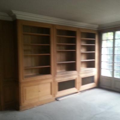 Démontage d'une bibliothèque sur mesure