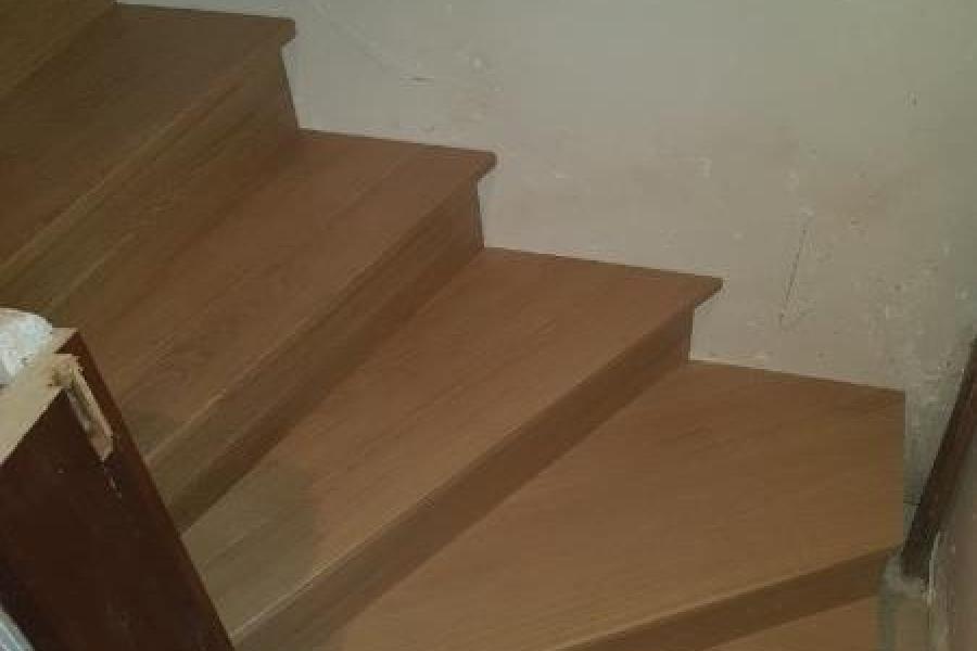Escalier sur mesure à quart tournant et marches balancées