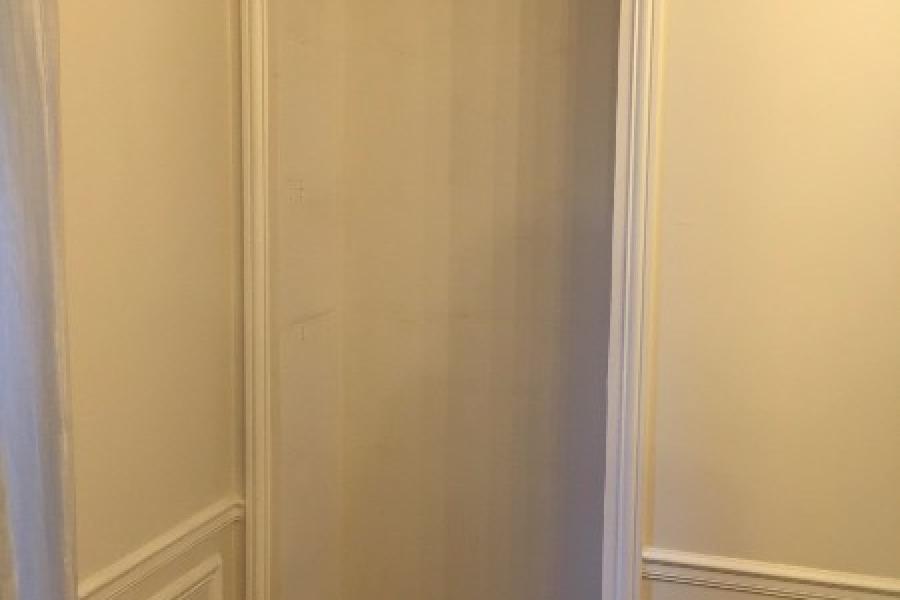 Aménagement d'une niche de porte