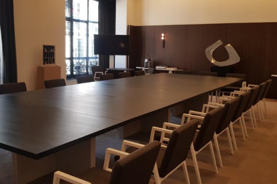 Réalisation d'une table de réunion de 6m x 2m