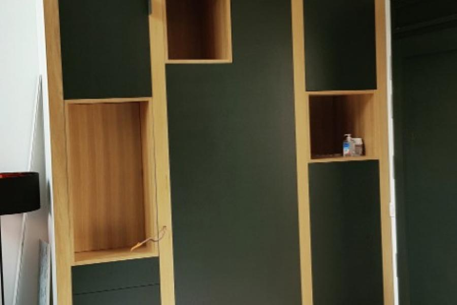 Fabrication d'un lot de deux meubles dans un séjour/cuisine